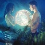 Naked couple holding shiny Earth — Stock Photo #46731219
