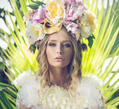 Portrait of the beautiful woman with flowery hat — Stockfoto
