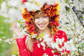 Beautiful woman with the colorful flowery hat — Stok fotoğraf