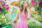Pretty lady smelling the flowers — Stock Photo