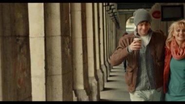Couple drinking coffee — Stock Video