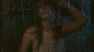 Miserable woman during the rain — Video Stock
