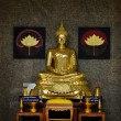 Golden Buddhist statue — Stock Photo