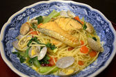 Espaguetis de pescados y mariscos en estilo japonés — Foto de Stock