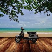 滑板车在沙滩上,旅行中夏季时间概念 — 图库照片