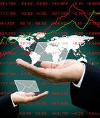 Aktualności z rynku akcji inwestor dłoni z tle mapy świata — Zdjęcie stockowe