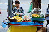 BANGKOK, THAILAND - OCTOBER 2 : Unidentified woman sell jackfruit beside street on 2 October 2012 in Bangkok, Thailand — Stock Photo