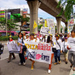 People walking for against the construction of a dam in Mae Wong National Park — Stockfoto