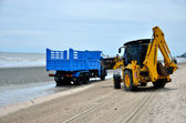 Local goverment use machinery cleaning Bangsaen beach — Stock Photo