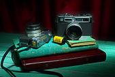 Vinobraní fotoaparát, zátiší — Stock fotografie