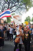 BANGKOK,THAILAND - DECEMBER 2 : Anti-government protesters to blockade the Royal Thai Police. The protest Against The Amnesty bill in Bangkok, capital of Thailand on 2 December 2013 — Stock Photo