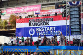 BANGKOK-JAN 22 : Unidentified protesters gather Patumwan intersection to anti government and ask to reform before election with 'Shutdown Bangkok concept' on Jan 22, 2014 in Bangkok, Thailand. — Stock Photo
