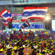 BANGKOK - FEB 1 : Unidentified protesters gather Patumwintersection to anti government and ask to reform before election with 'Shutdown Bangkok concept' on Feb 1, 2014 in Bangkok, Thailand. — 图库照片 #40094073