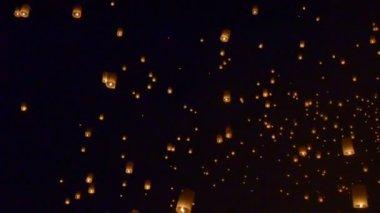Floating lantern, Yi Peng Balloon Festival in Chiangmai Thailand — Stock Video