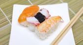竹の棒と料理と寿司にぎり — ストック写真