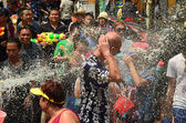 CHIANG MAI, THAILAND - APRIL 15 : People celebrating Songkran or water festival in the streets by throwing water at each other on 15 April 2014 in Chiang Mai, Thailand  — Stock Photo