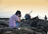 Unidentified man take photo the shipwreck — Stock Photo