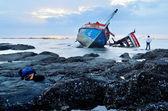 Shipowner check his shipwreck in the sea — Stock Photo