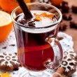 Mulled wine with slice of orange — Stockfoto