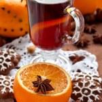 Mulled wine with slice of orange — Stock Photo