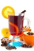 Vinho quente com uma fatia de laranja — Foto Stock