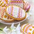 Foto Stock: Colorful Easter cookies in shape of egg