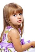 Hermosa niña mirando a través de su hombro — Foto de Stock