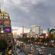LAS VEGAS - SEPTEMBER 25: Traffic travels along the Las Vegas st — Stock Photo