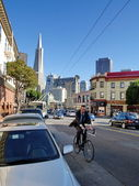 SAN FRANCISCO - OCTOBER 1: An unidentified man Cycling on the st — Stock Photo
