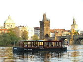 Charles Bridge of Prague with a boat on river Vltava — Stock Photo