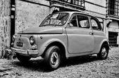 ROME - SEPTEMBER 20: A Fiat 500 on September 20, 2013 in Rome. F — Stock Photo