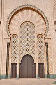 Gates of the The Hassan II Mosque, located in Casablanca is the  — Foto de Stock