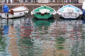 Roeiboten in de haven van desenzano — Stockfoto
