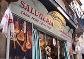 Historical Salumeria with Italian meat specialties in Verona — Stock Photo