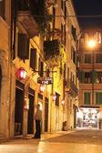 Restaurant in the historic center of Verona at night — Stock Photo