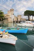 Port and fortress of Sirmione on Lake Garda — Stock Photo