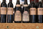 Regional wines Valpolicella at a market stall in Verona — Stock Photo