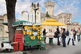 Market stall with lemons in Sirmione — Стоковое фото