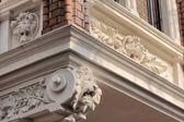 Eski bir bina süslemeleri — Stok fotoğraf