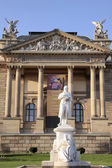 Hessian State Theatre in Wiesbaden with statue — Stock Photo