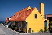 Maison à colombages jaune sur bornholm — Photo