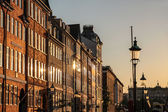 在晚上灯在哥本哈根新港门面 — 图库照片