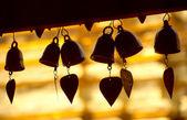 Campanas de corazón en templo budista — Foto de Stock