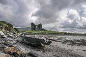 Ballycarbery Castle with old boat — Stock Photo