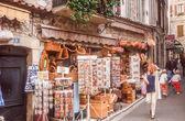 Lane with souvenir shop in Vence — Stock Photo