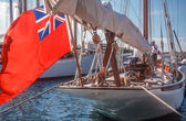Sailing yacht with the English flag in Saint Tropez — Stockfoto
