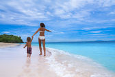 Mom and son running on seashore — Stock Photo