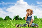 Little kid eating snacks in the park — Stock Photo