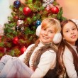 Foto Stock: Two sisters celebrating Christmas
