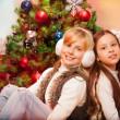 iki kız kardeş Noel Kutlamaları — Stok fotoğraf